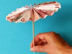 Make umbrella- Sonnenschirm basteln Parasol tinker Parasol tinker The post parasol tinkering appeared first on wedding gift ideas. Don D'argent, Folding Money, Origami Wedding, Origami Art, Woodland Party, Tampons, Felt Christmas, Design Crafts, Little Gifts