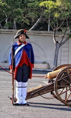 """"""" CUSTODIANDO LA PIEZA DE ARTILLERÍA. """"  Foto Lienzo de A.J.G.F.  Siglo XVIII.  Asociación Histórico Cultural de la Gesta del 25 de Julio de 1.797 de Santa Cruz de Tenerife."""