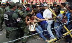Las penurias de los venezolanos no cesan. El gobierno de Nicolás Maduro militarizó seis localidades del estado de Bolívar y su capital, Ciudad Bolívar, que fueron escenario de saqueos y vandalismo, a pesar de que el presidente tuvo que retroceder y prolongar la vigencia del billete de 100 bolívares hasta el 2 de enero y del toque de queda que decretó el gobernador Francisco Rangel G...