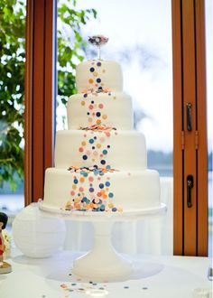 I can see this with piped clowns on bottom tier and the circles as balloons going up the cake.