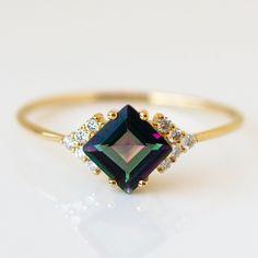 Emerald Ring Vintage, Emerald Wedding Rings, Wedding Rings Vintage, Onyx Engagement Ring, Gemstone Engagement Rings, Rings For Girls, Mystic Topaz, Onyx Ring, Pretty Rings