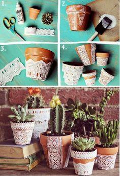 Pretty lace flower pots decorating terracotta decorate creative ideas to wi Decorated Flower Pots, Painted Flower Pots, Painted Pots, Flower Pot Crafts, Clay Pot Crafts, Cork Crafts, Pots D'argile, Clay Pots, Vasos Vintage