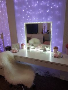 20 crazy DIY room decoration ideas for a very reasonable price - Schminkzimmer - Bedroom Decor Sala Glam, Diy Room Decor, Bedroom Decor, Bedroom Ideas, Bedroom Curtains, Teen Room Decor, Design Bedroom, Bedroom Lighting, Bedroom Themes
