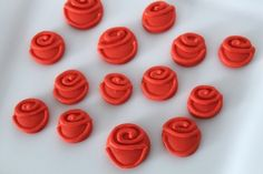 Royal icing roses for cookies