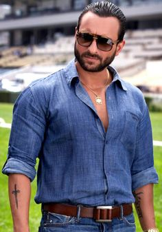 Saif Ali Khan is an Indian popular actor. He is the son of a well-known actress, Sharmila Tagore. The actor builds up his career in the Bollywood film industry Bollywood Actors, Bollywood Fashion, Bollywood Celebrities, Varun Dhawan Body, Saif Ali Khan, Aamir Khan, Koffee With Karan, Most Handsome Actors, Mens Fashion