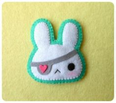 They call her pirate bunny? cute individual goth , cyber punk kawaii pop style fashion brooch cool easter accessory or gift for teens Cute Crafts, Felt Crafts, Sewing Crafts, Sewing Projects, Sewing Ideas, Felt Projects, Kawaii Diy, Kawaii Felt, Felt Brooch
