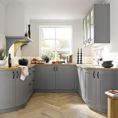 Like the floor-Curved units open up a small kitchen, creating the illusion of space. Good storage is essential, so always tailor internal cupboard storage to maximise space. Wooden worktops add rustic charm and suit both modern and traditional schemes. Rustic Cabin Kitchens, Small Country Kitchens, Small Cottage Kitchen, Cottage Kitchens, Rustic Kitchen, Home Kitchens, Kitchen Ideas For Small Spaces, Kitchen Country, Grey Kitchens