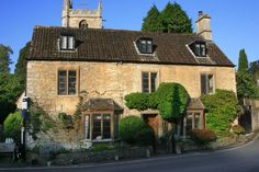 Castle Combe: a picturesque medieval village in England and one of the loveliest in the country Castle Combe, United Kingdom, Cathedral, Medieval, Photo Credit, England, Mansions, Landscape, Country
