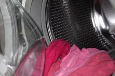 We had no idea washing these things was this easy! We love washing machines and we expect we're not alone in this. Although doing laundry isn't our Bruschetta Tomate, Smoothies Detox, Vinegar Uses, Clean Washing Machine, Washing Machines, Grease Stains, How To Make Clothes, Sauerkraut, Washer And Dryer