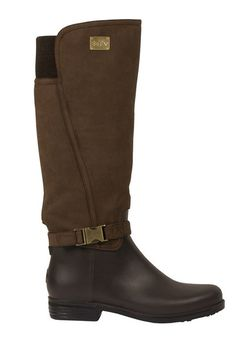 These Dav Ricki Rain Boots in Brown are the best of two worlds. The style and sophistication of riding boots with the durability of rain boots.