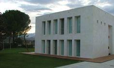giorgio grassi - Buscar con Google Rationalism, Garage Doors, Spaces, Building, Google, Outdoor Decor, Home Decor, Contemporary Architecture, Count
