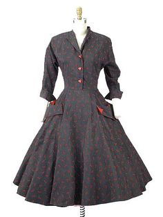 1950 Charcoal Gray and Red Bow Print Full Skirted Dress. Love the shape & pockets!