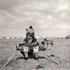 """old-hopes-and-boots: """"Arriving at Blackfeet dance. Early Photo by N. Native American Images, Native American Tribes, Native American History, American Indians, American Symbols, Blackfoot Indian, Native Indian, Native Art, Arte Tribal"""