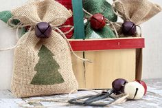 Use a handmade gift bag for gift giving this year! DIY Christmas Gift Bags using burlap with livelaughrowe.com
