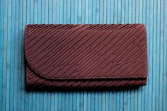 ♥ 50s early 60s brown pleated clutch bag...asymmetrical front flap...3 inside sections...center zippered pocket with chain zipper pull & a little
