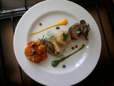 9  JHS * * * /  2 ° A ^ _ ^ Linéarité entre veau certains légumes '(les artichauts et les champignons,) '' un cannoli mascarpone et tatin au tomate. Gino D'Aquino