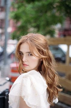 Sisters Zoey & Madelyn Deutch On: The Year of Spectacular Men Strawberry Blonde Hair, Young Models, Girl Crushes, Beautiful Actresses, Pretty People, Red Hair, Hair Beauty, Long Hair Styles, Celebrities
