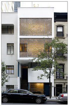 32 Ideas for house facade design brick Brick Facade, Facade House, Brick Architecture, Interior Architecture, Building Facade, Building Design, Garage Guest House, Glass Brick, Glass Facades
