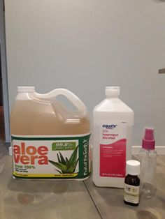CrazyDiyMom has an easy do it yourself recipe for making your own hand sanitizer with alcohol and aloe vera. Homemade Disinfecting Wipes, Diy Sanitisers, Peppermint Plants, Essential Oil Spray, Essential Oils, Natural Hand Sanitizer, Liquid Hand Soap, Recipes, Alcohol