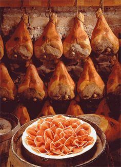 Italian Food ~ Prosciutto di Parma in an aging cellar with sliced ham on a… Parma Ham, Sliced Ham, Food Places, Wine Recipes, Italian Recipes, Love Food, Food Photography, Food And Drink, Yummy Food