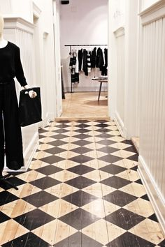 Love this floor for a hallway or a kitchen. It would be even nicer on slightly older floors.