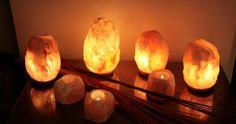 Las lámparas de sal están formadas por piedras de sal con una bombilla o una vela en su interior. So