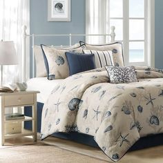 Create a seaside getaway right in your bedroom with the Bayside Nantucket Queen Size Comforter Set.