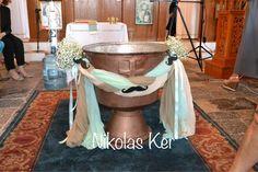 Στεφάνι κολυμπήθρας στολισμένη με γάζες & ξύλινα μουστάκια. Baptism, boy, decoration, village www.nikolas-ker.gr