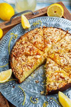 Lemon Almond Cake Recipe : A light, moist and tender lemon almond cake! Spring Desserts, Lemon Desserts, Lemon Recipes, Sweet Recipes, Delicious Desserts, Dessert Recipes, Yummy Food, Cupcake Recipes, Almond Flour Cakes
