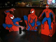 Cotillones de hombre araña Spiderman, Decoupage, Ronald Mcdonald, Parties, Superhero, Country, Fictional Characters, Disney Wedding Centerpieces, Wood Chandelier
