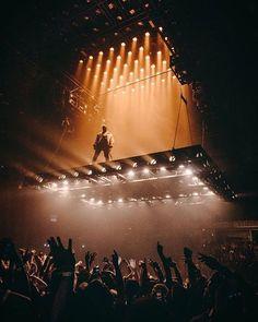 kanye west - the saint pablo tour Stage Lighting Design, Stage Set Design, Event Design, Saint Pablo, Concert Stage Design, Concert Lights, Hip Hop, Decoration Originale, Concert Photography