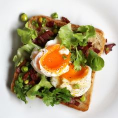 """anomnomworld: """" yummyinmytumbly: """" Тосты с беконом, горошком и яйцом всмятку (Toast with bacon, peas and boiled egg) """" Check out Tasty Gallery for more recipes and food photography! """""""