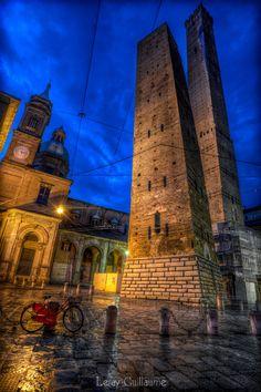 Photograph Le Due Torri Garisenda e degli Asinelli - Bologna by Guillaume Leray on 500px