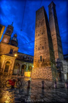 Photograph Le Due Torri Garisenda e degli Asinelli - Bologna by Guillaume Leray on 500px