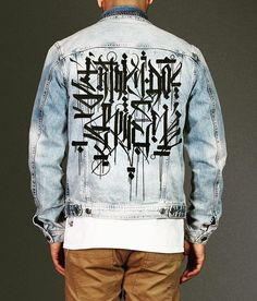 Art Has No Rules Calligraffiti Handstyle jean jacket Painted Jeans, Painted Clothes, Custom Denim Jackets, Denim Ideas, Denim Jacket Men, Edgy Outfits, Apparel Design, Denim Fashion, Custom Clothes