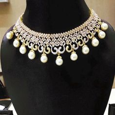 Beautiful elegant gold diamond based necklace. Perfect for wedding and party. Pretty bridal set