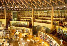 日本でただひとつの「365日24時間眠らない大学の図書館」である中嶋記念図書館。その美しいデザインもさることながら、この図書館には利用者を第一に考えたこだわりに満ちあふれています。