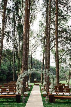 Casamento ao Ar Livre Realizado no Espaço Serra do Mar. Cerimônia de Dia no Bosque.