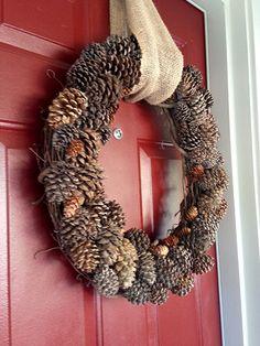 DIY Pinecone Wreath #fall #DIY #crafts #pinecones