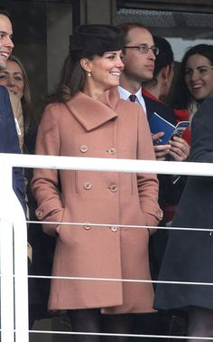 Pregnant Kate Middleton and Prince William at the races!
