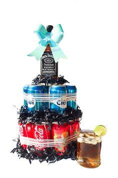 Pastel de Jack Daniels con latas de Coca Cola, Ciel Mineral y Manzanita