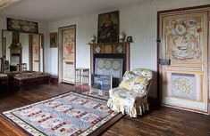 Heals-bloomsbury-group-charleston-house; lived in squares, painted in circles and loved in triangles.