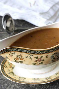 How to Make Turkey Gravy: A Tutorial & Recipe