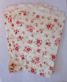 love love love these vintage looking floral paper bags