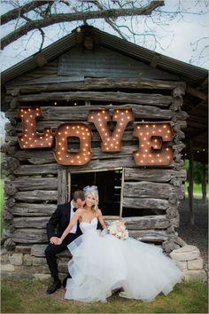 light up love sign @weddingchicks