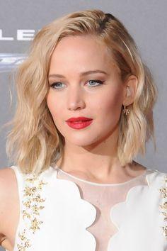 Jennifer Lawrence, long wavy bob blond hair, so pretty!