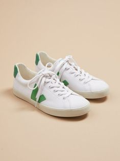 vegan+sneakers+veja+shoes Vegan Sneakers, Vegan Shoes, Veja Esplar, Ethical Shoes, Cat Flats, Ethical Fashion Brands, Vintage Backpacks, Canvas Sneakers, Slow Fashion