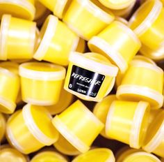 Lush is discontinuing Refresher shower jelly this year Lush Cosmetics, Handmade Cosmetics, Colourpop Cosmetics, Lush Shower Jelly, Shower Jellies, Lush Aesthetic, Aesthetic Makeup, Lush Store, Bath And Body Works Perfume