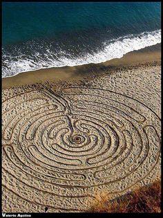 Labyrinth Maze: Sand labyrinth.