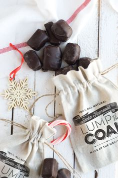 Make Christmas Lump of Coal Bags with this free printable | Confetti Sunshine